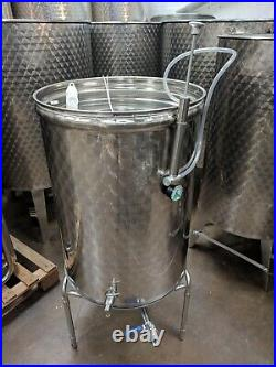 Stainless Steel tank 300L with'floating' type, variable capacity lid